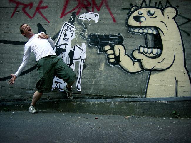 Bear Graffiti Shoot Waffe Graffiti Art Graffiti Wall Pistole Sterben