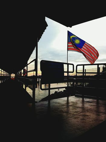 Photo by Nash Ladies Photog Malaysia Jalurgemilang Sillouette Flag Sunset Jetty Port Klang Patriotism National Day Celebrations Indipendence Day 60th Celebration