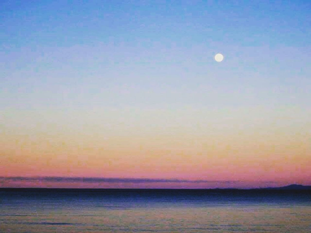 sea, sunset, scenics, tranquil scene, nature, beauty in nature, tranquility, sky, beach, water, idyllic, horizon over water, sun, outdoors, no people, moon
