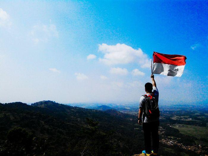 Merayakan hari kemerdekaan indonesia yang ke 70. Indonesia Merdeka ! Adventure Hiking Traveling Id_pendaki Alam Indonesia Relaxing Enjoying Life