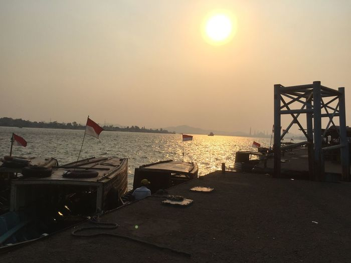 Ketika kemarau melanda Hello World Harbour Riverside Senja Di Tepi Sungai Samarinda Mahakam River Kalimantantimur Riverscape When The Sun Goes Down! Sunsetporn Sunset Silhouettes River