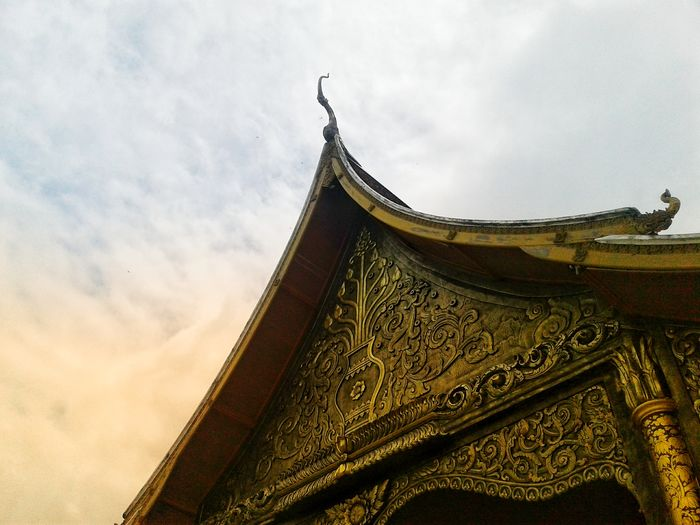 History Cultures Travel Temple Architecture Temple Temple - Building ThailandTemple Thailand Warm EyeEm Best Shots Eye4photography  EyeEmNewHere City Roof Sky Architecture Built Structure Close-up Cloud - Sky
