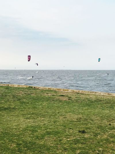 Río 💜 Water Sea Sky Horizon Over Water Horizon Scenics - Nature Extreme Sports Adventure Beauty In Nature Nature Day Sport Land Beach Unrecognizable Person Grass Paragliding Parachute Tranquility Parasailing
