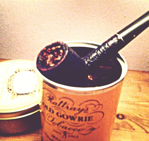 Old Gowrie in a Kaywoodie Relief Grain. Pipe Smoking
