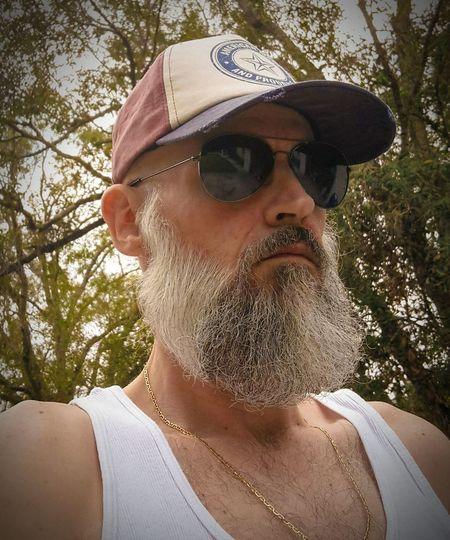 I'm just a Common Man, I drive a common van. My dog ain't got a pedigree. Beard Headshot Outdoors Sunglasses Easy Like Sunday Morning No Flash Beardedmen Beardporn Beardseason Mid Adult Men Redneck Trailertrash
