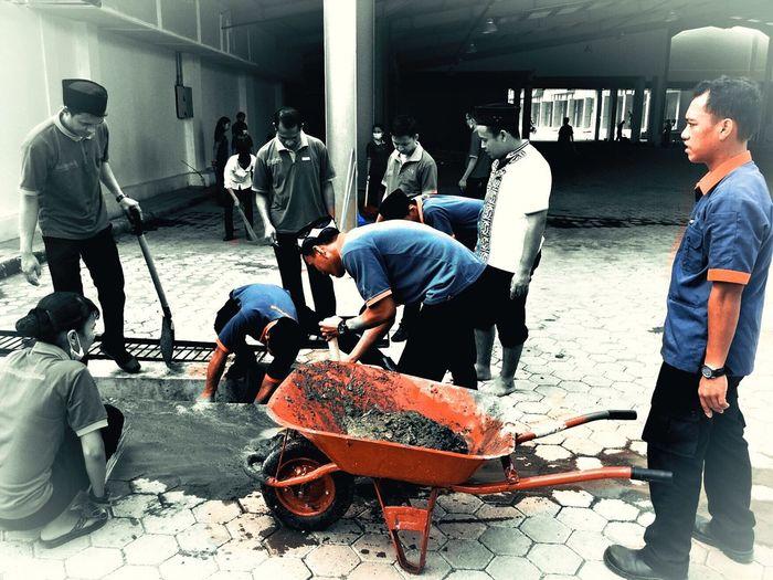 cleaning campaign #harperperintismakassar #harperhotels #loveyourhotels #makassartidakrantasa #makassarbersih #indonesiabersih First Eyeem Photo