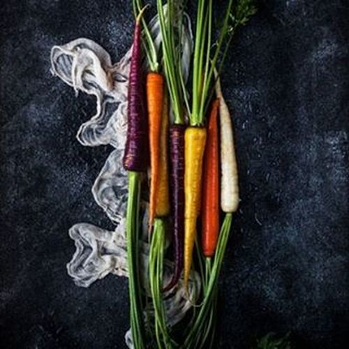 early spring! 💚💛💖💙❤💜💟 Carrot Rainbow Wholefoods VEGANLIFE Veganfood Foodstyling Foodphotography Foodstagram Plantbaseddiet Plantbased Raw Foodshare Darkfood Vegetables Vegetablegarden
