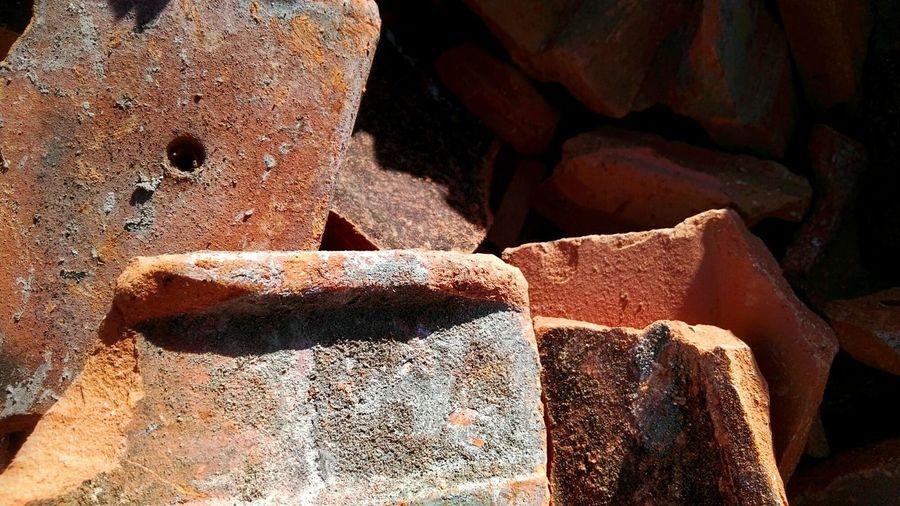 Dachziegel Broken Bruch Full Frame Rock - Object Backgrounds Textured  Close-up Ziegelbruch Ziegel Ziegelsteine Ziegelstein Bricks Brickstone Brickstones Brick Bruch Scherben Tonscherben Ziegelscherben