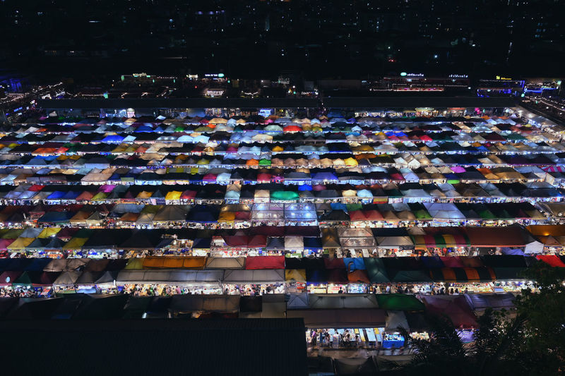Bangkok, Thailand - 4 December 2018 : Train Night Market Ratchada very famous for tourism in Bangkok, Thailand .very cheap price for food and fashion cloths Multi Colored Bangkok Bangkok Thailand. Ratchadapisek Ratchada Ratchada Night Market Night Market Night Market In Thailand Colorful Shopping Travel Tourism Food Food And Drink Roof Tent City Cityscape Urban Town People