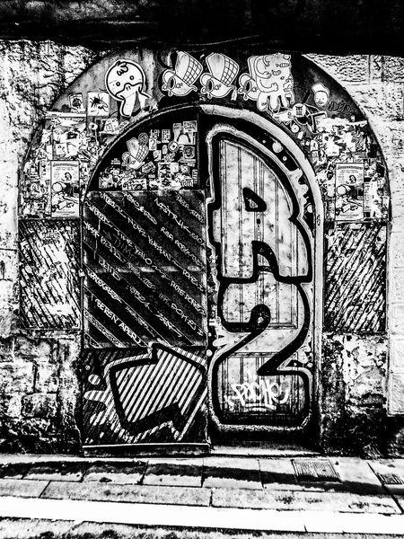 No People Architecture Madrid, Spain Puerta Graffiti Graf Graffiti Art Door Street Foto Artistica Artistic Photo Blanco Y Negro Black And White Foto Creativa Artistic Photography