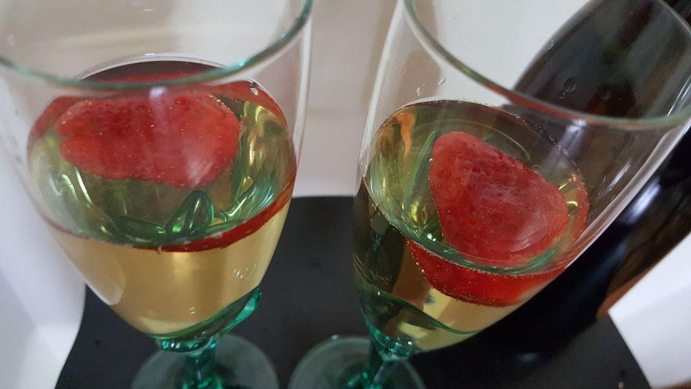 Champagne & Strawberry Champagne Glasses Champagne Bottle Champagne Lover Strawberry Nofilternoedit Samsung Galaxy S6 Edge Nofilter