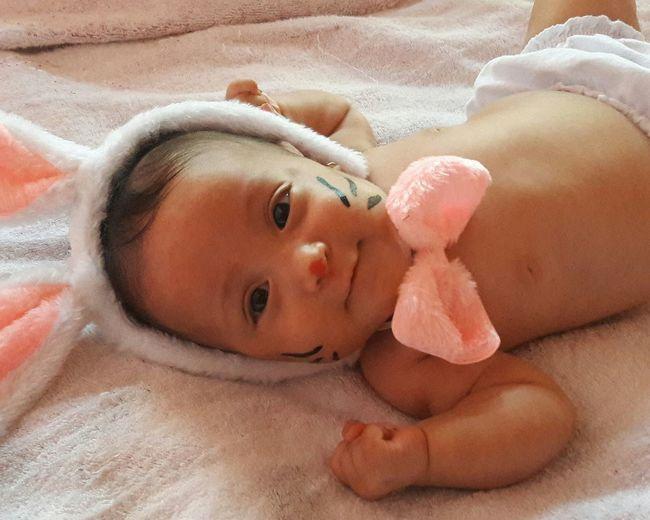 coelhinha🐰 CoelhinhodaPascoa Portrait Childhood Lying Down Looking At Camera Relaxation Sand Newborn New Life Smiling Taking A Bath First Eyeem Photo