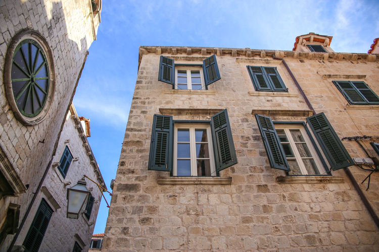 Urban Geometry Architecture Croatia Architecture Building Exterior Built Structure City City Life Cityscapes Croatia Dubrovnik Dubrovnik - Croatia❤ Dubrovnik, Croatia High Section House Low Angle View No People Outdoors Street Street Photography Streetphotography Travel Travel Destinations Traveling View Window Windows