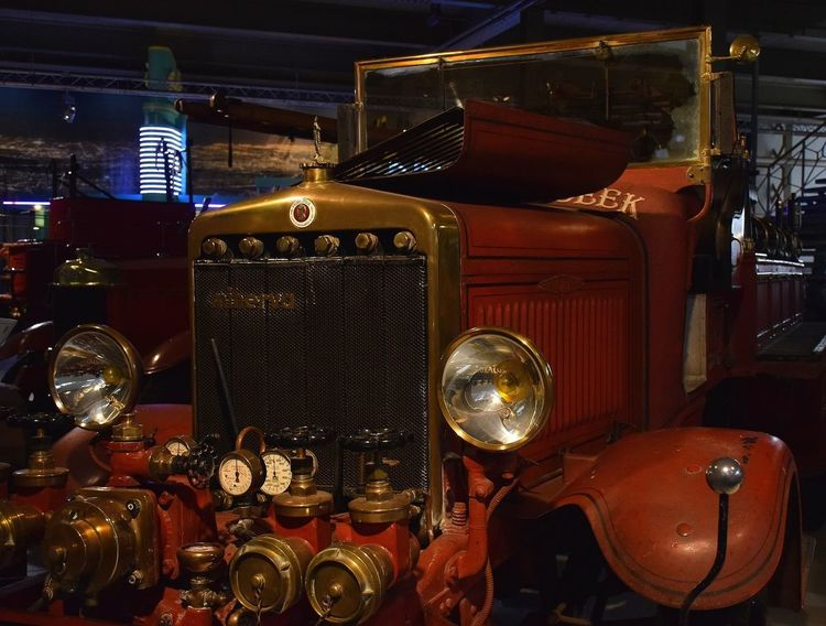fire truck legend Fire Truck Camion Pompier Firetruck Minerva Prilaga Music Arts Culture And Entertainment Indoors  No People Musical Instrument Illuminated Day
