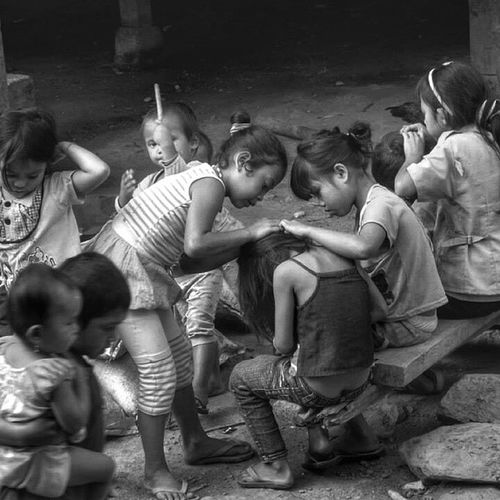 Keceriaan anak-anak dusun karangan kab.Enrekang, Sulawesi Selatang Upload bersama @instanusantara Instanusantara Inub2458 Instanusantarasulawesi - Loves_people lovecelebes loves_indonesia_humaninterest loves_world bw_people bw_indonesia bnw_rome instamakassar instapinrang indonesia_people wu_indonesia wow_indonesia_ wow_indonesia wow_bnw mataponsel kamerahpgw kamerahpgw_nusantara kamerahpgw_makassar MP_BNW mesastila photo_storia photo_storia_bw instanusantaramember