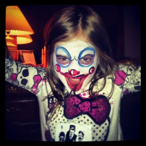 Zoey got her face painted at Horrorhound ....she had a blast