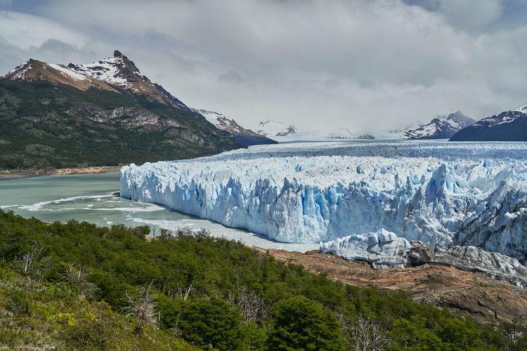 Blue ice of perito moreno glacier in glaciers national park with the turquoise lago argentino