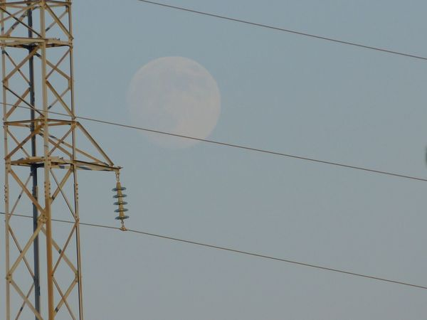 Huetor Santillán Learn & Shoot: Balancing Elements Moon No Edit/no Filter Nature Meets Man Cables Sky in Huétor De Santillán Granada SPAIN