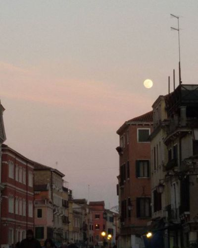 Lunacrescente Venezia Luna Gibbosacrescente Gibbosa Moon Moonatvenice Venice Sky Cielo Sera Serata