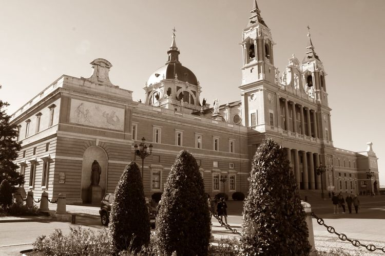 from Madrid with Love #YBPhotographie #madrid #nocolor Architecture Building Exterior Built Structure City Day No People Travel Destinations