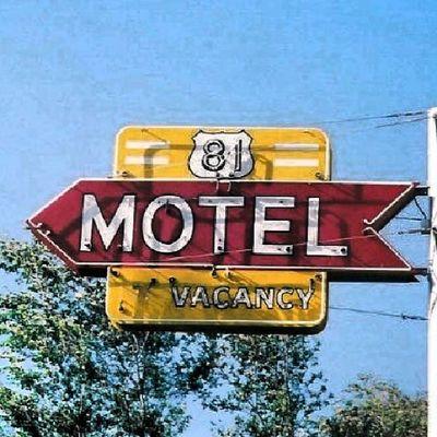81 Motel -Belleville Kansas Trailblazers_rurex Trb_whatsyoursign Signswitharrows Signstalkers signorgy rsa_rural rsa_ladies