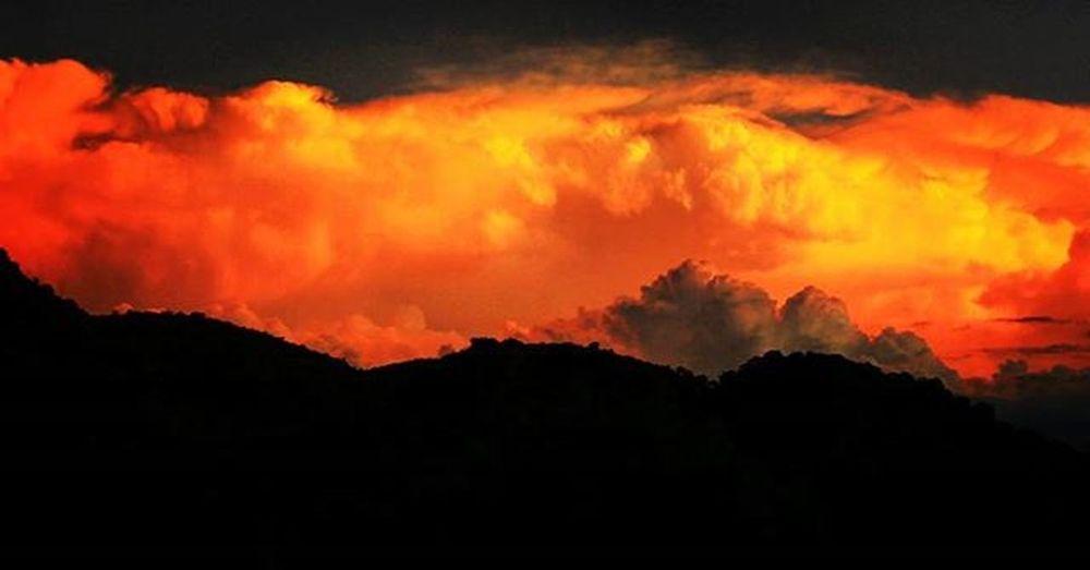 Canon Canon_official Canonphotography Photographers Photo Photography Photographer Photogrid Photooftheday Sky Sunset Sun Clouds Orange Contraluz Silhouette Montana Foto Fotografiaunited Red Cloudy Sunlight Fotografia VSCO VSCOPH