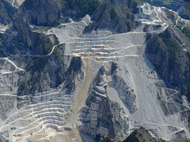 Panorama delle cave di marmo di Carrara da Campo Cecina