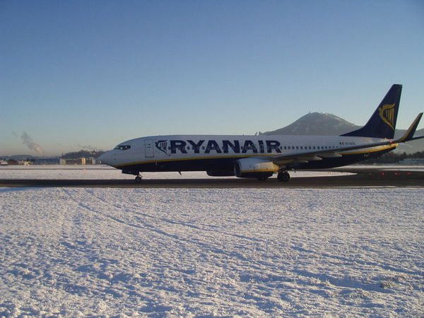 Airplane Boeing Boeing 737 No People Ryanair Salzburg Airport Transportation Winter