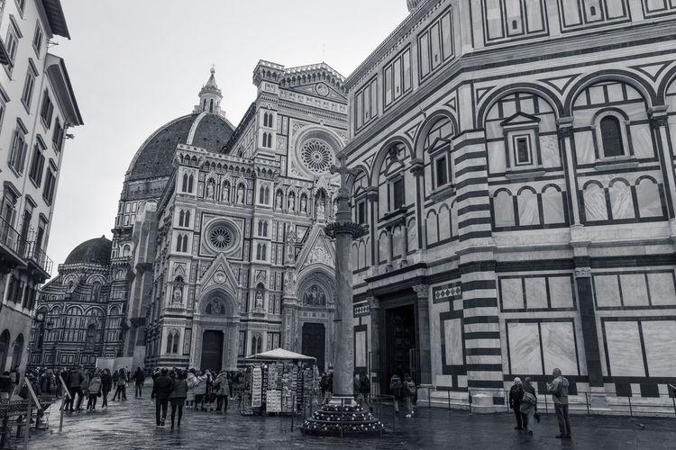 Firenze Florence Florenz Toscana Tuscany Toskana Italy Italia Italien Santa Maria Del Fiore Church Cathedral Battistero Di Firenze Battistero Di San Giovanni Town Square Dome Cupola Landmark Travel Building Exterior Architecture Built Structure Building City Real People Group Of People The Past History Religion Travel Destinations Tourism Men Large Group Of People Place Of Worship Crowd Women Day Sky Arch Outdoors