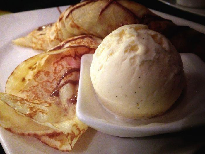 Marshamallow Crêpe with icecream scoop. So yummy x.x Crep Riyadh Cafe Icecream