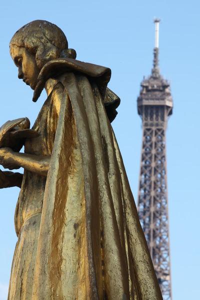 Architecture La Tour Effel La Tour Eiffel🗼 Paris Paris Je T Aime Paris ❤ Paris, France  Place Du Trocadero Statue Tour Eiffel Trocadero