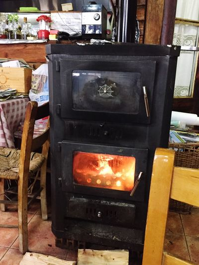 Heat - Temperature Indoors  Stove No People Burning Day