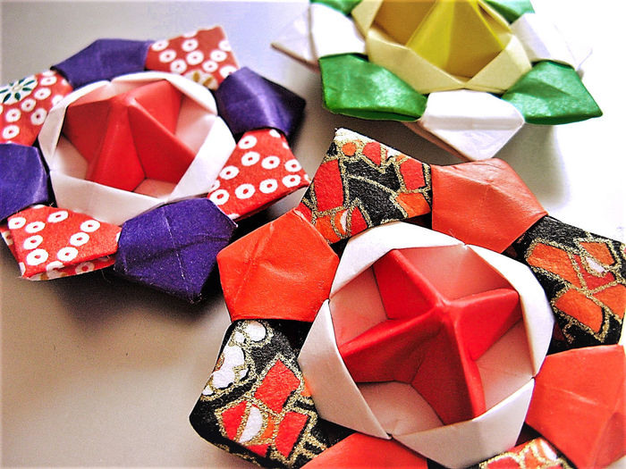Close-up Green Color Indoors  Multi Colored No People Origami Origamiart Purple Red Shiny Spin Variation White Background Yellow Color