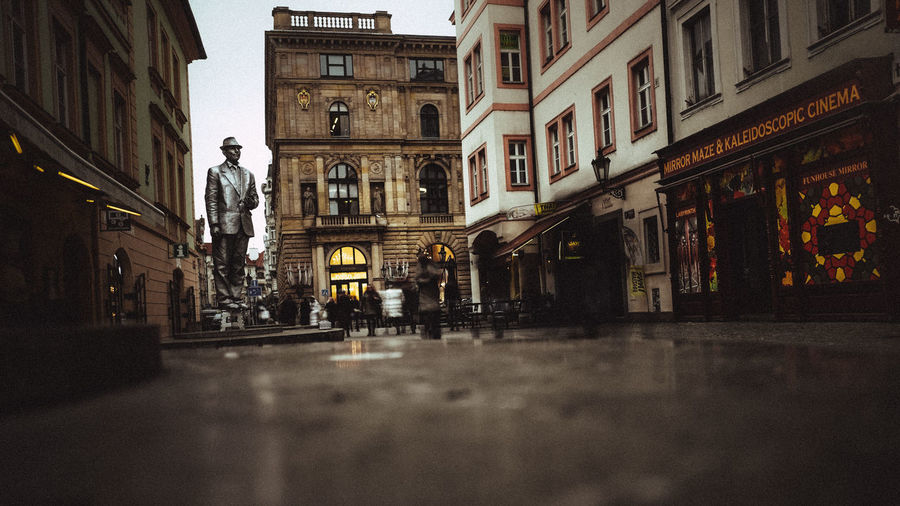 Stay and watch this movement Adapted To The City Fujifilm Male Movement Prague Silver  Statue Streetphotography