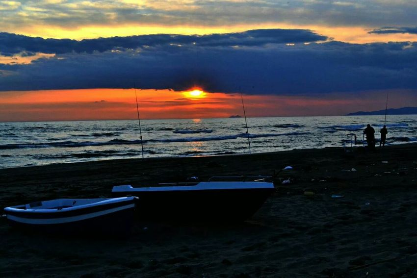 Old Boats Boats Italy Keep Calm And Snap On Lost In The Sunset Mondragone Beach Seaside Sunset Sunset Silhouettes