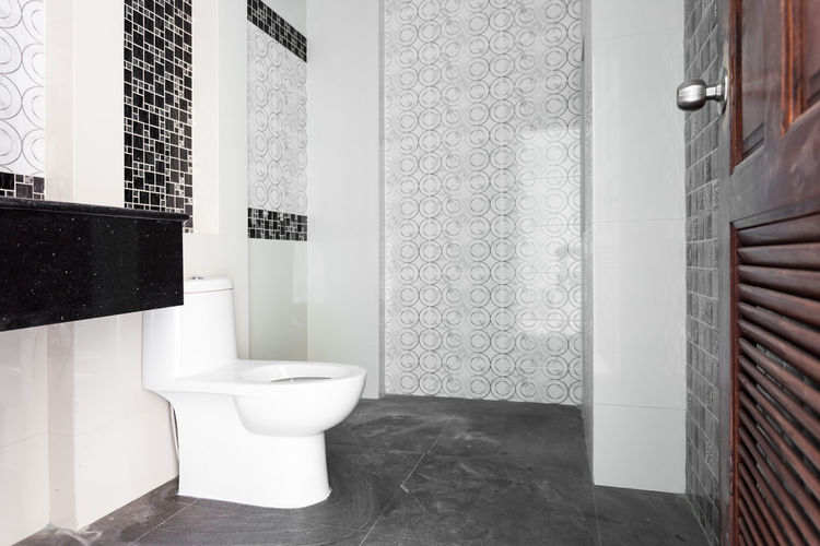 Absence Architecture Bathroom Building Built Structure Clean Day Domestic Bathroom Domestic Room Flooring Flushing Toilet Home Home Interior Hygiene Indoors  Luxury No People Tile Tiled Floor Toilet Toilet Bowl Wall - Building Feature Window