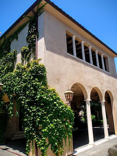 Laguna Beach Mansion Ivy Plants On The Wall Spanish Architecture Southern California Southern California Life House Home