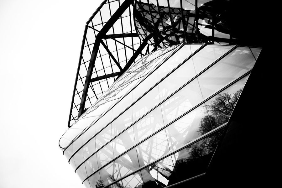 Paris Bnw Bnw_friday_eyeemchallenge Blackandwhite Urban Escape Urban Geometry Architecture Architecture_bw Building