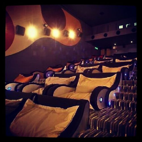 Cuddle Movietheater I want to go to one of these!! Such a cute idea!!! Cuddlepuddle