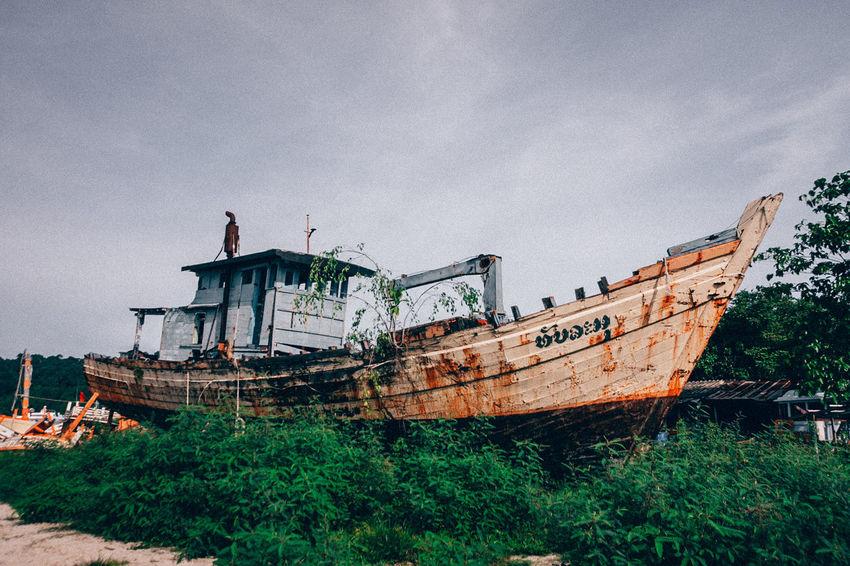 Old boat Colors Falcon Nature Transportation Abandoned Architecture Beach Boat Broken Cluds Coast Coro Damaged Day Nautical Vessel No People Old Outdoors Sandsea Shipwreck Shore Sky Skyscraper State Vela