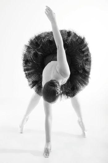 Pasos firmes.. Milente Bajomioptica Venezuela Photooftheday Fotografia Caracas Photography Dance Iluminación Ballerina Bailarina Classic Blackandwhite Bw