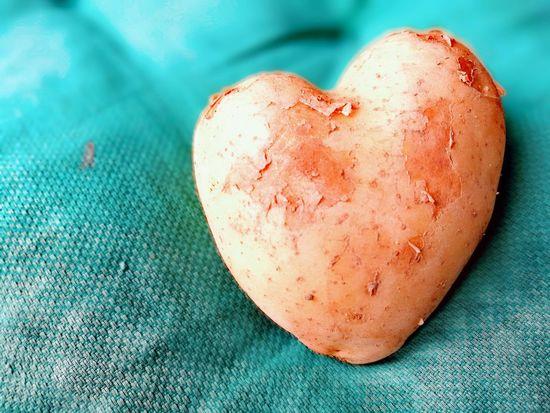 I love potatoes 😂 Potato Potatoes Potatoe Patata Potatolover Food Vegetables Vegetable Heart Tasty Nopeople Good Food Delicious Tender Veggies Heartbeat Moments Heart Shape Close-up