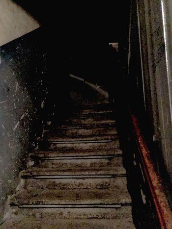 Do góry Stopnie Schody Kamienica Klatka Schodowa Steps Staircase Steps And Staircases No People Indoors  Day