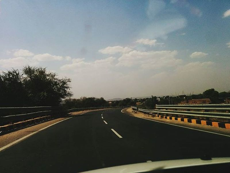 Throwback Rajasthandiaries Highway Road Cloud Sky Indianstories Indianstories Incredibleindia Indiaclicks Indiatravelgram Boi Photographers_of_india Photography