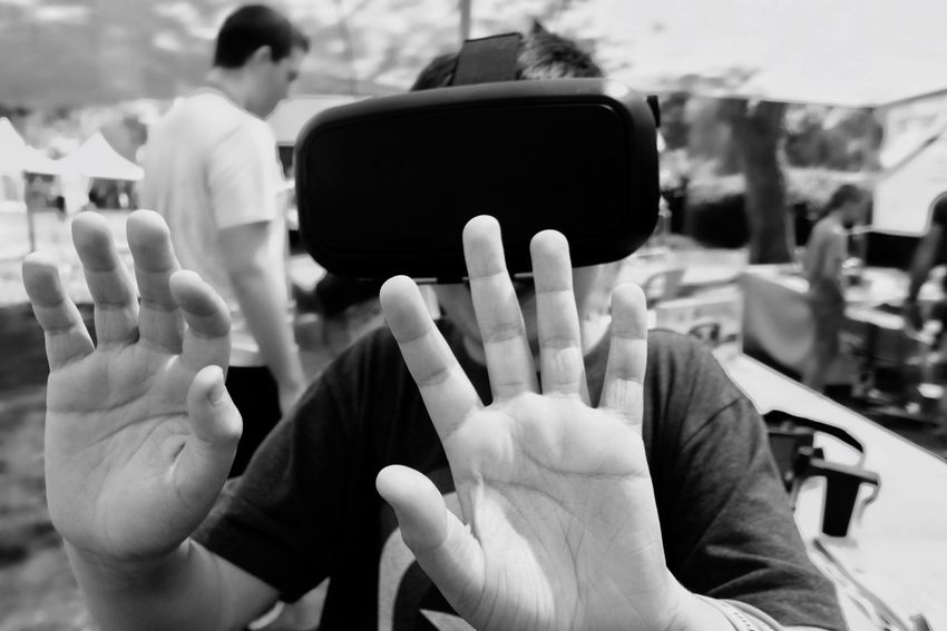 Human Meets Technology Vr Virtual Reality Technology Live Hands Envision The Future The Portraitist - 2016 EyeEm Awards Human Technology Winners