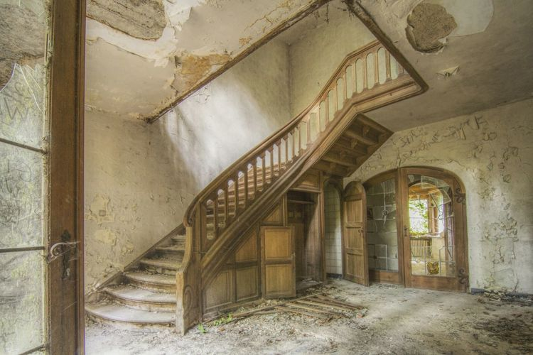 Urbex Urbexphotography Abandoned Places Abandoned Buildings Abandoned House Urbexexplorer Urbanexploration Old Decay Urbex_rebels Urbexworld Lovely Cute Flowers Old Interior Nature Photography Interior EyeEm Selects Abandoned Steps Staircase History Window Damaged Architecture Built Structure Weathered Spiral Staircase Stairway A New Beginning My Best Photo