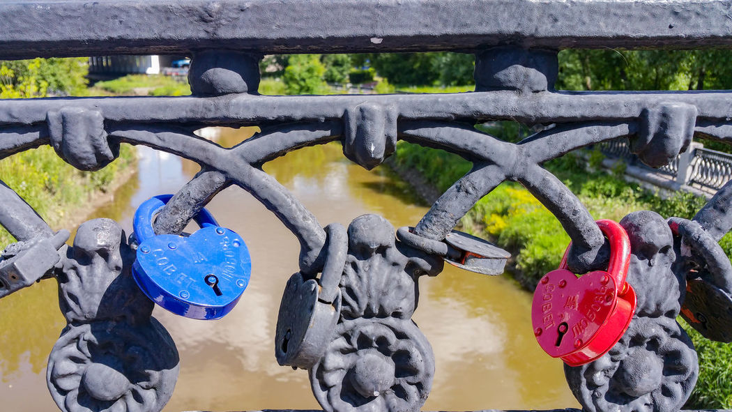 Metal Bridge - Man Made Structure Outdoors Day No People Close-up Water Blue Locks Wedding River City Moscow Russia Москва City Life Яуза река мост Protection Backgrounds Fence Colorful Tradition Traditional