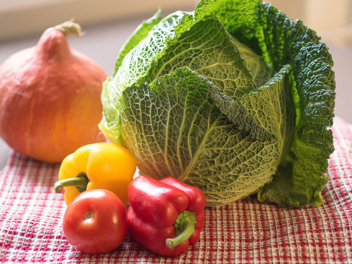 savoy Savoy Cabbage Food Kitchen Vegetables Vegetables Photo Garden Autumn Composition Healthy Eating Vitamines Food And Drink Freshness Wellbeing Vegetable No People Close-up Bell Pepper Green Color Raw Food Pepper Leaf Tomato Plant Part Table Tablecloth
