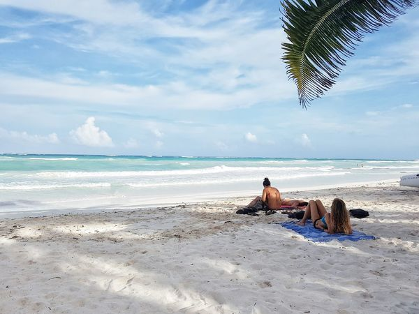 No creo que pueda vivir lejos del mar This Is Latin America Beach Sea Shore Summer Sand Enjoying Life Traveling Ocean Hello World Morning My Point Of View Day Photography Frıends Women Style Womans Beach View Beachlife Tulum , Rivera Maya. Sunbath Blue Sea
