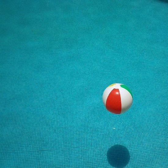 Beachball Ball Pool Summer colors igcapturesclub ig_mexico igersguadalajara instacolor instaworld_love ig_great_pics instaartista igworldclub igt_minimalista mexigers minimalism_world tjmovil picglaze shootermag_mexico